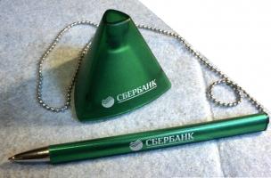 PE-02. Ручка с логотипом на подставке